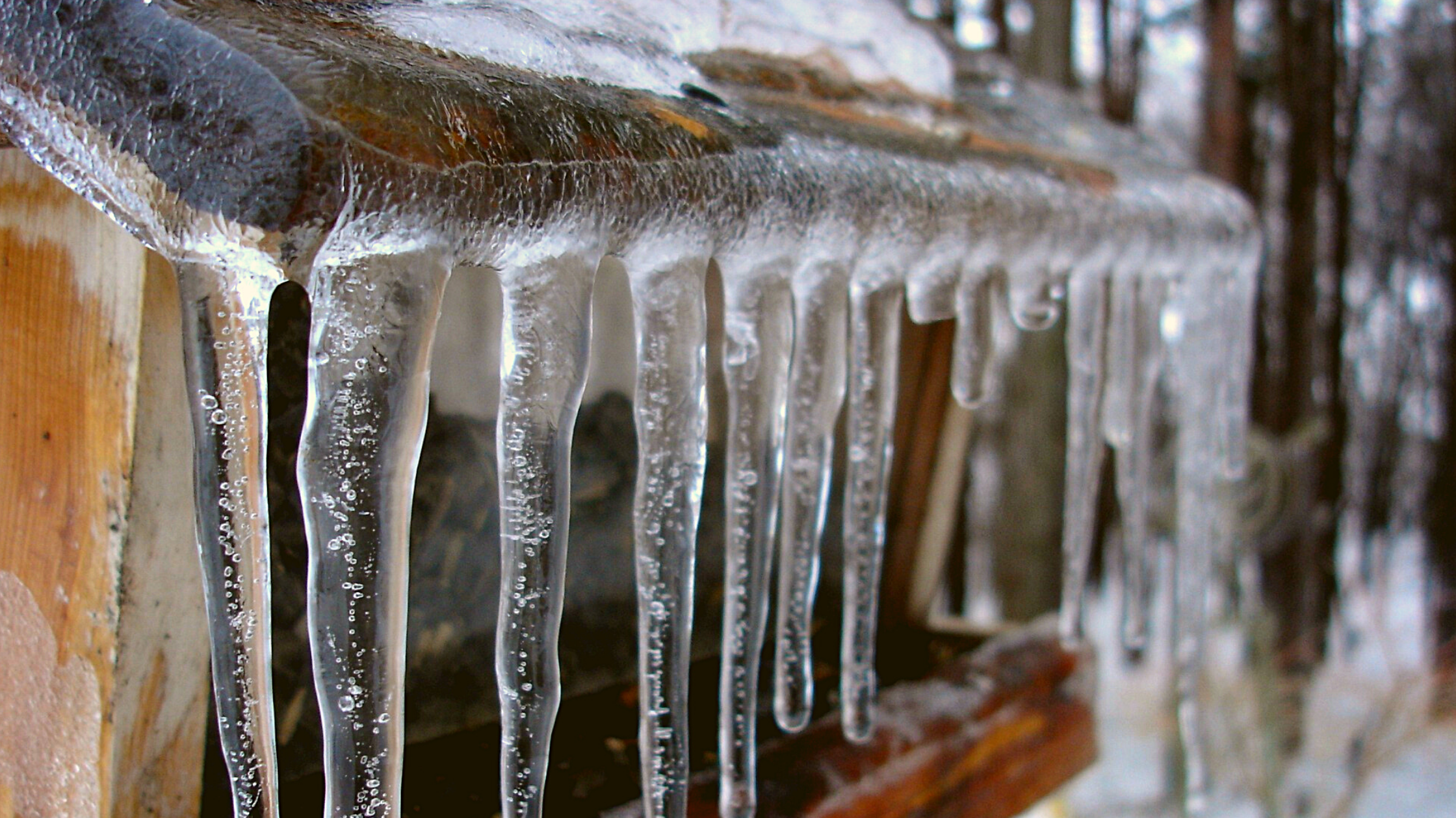 PE&C HOME EXTERIOR TIPS: ICE DAMS 101